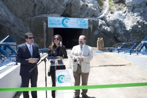 Eco-Wave-Power-Cutting-the-ribbon-event-on-the-wave-energy-plant-site